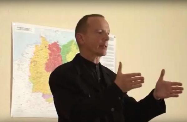 Ziehvater Bernhard Schaub referiert über die Ziele der EA