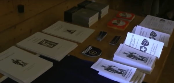 Auch am PNOS Parteitag 2011 ist die EA mit Werbematerial vertreten.