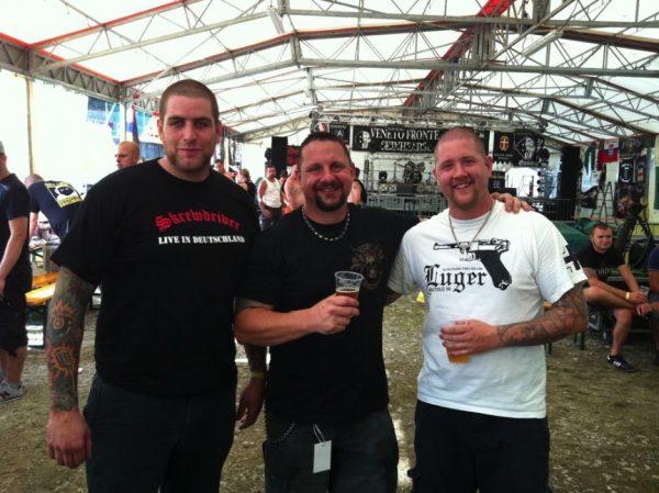 Martin Schwery, Steve Calladine aka Stigger und Silvan Gex-Collet (v.l.n.r.) an einem Festival der Veneto Fronte Skinheads im November 2011.