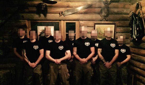 """Uniformierte Mitglieder des Ahnensturms bei der """"Vereidigung"""""""
