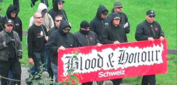 """Demo gegen """"Kinderschänder"""" in Appenzell 2007 - hauptsächlich organisiert durch B&H Schweiz."""