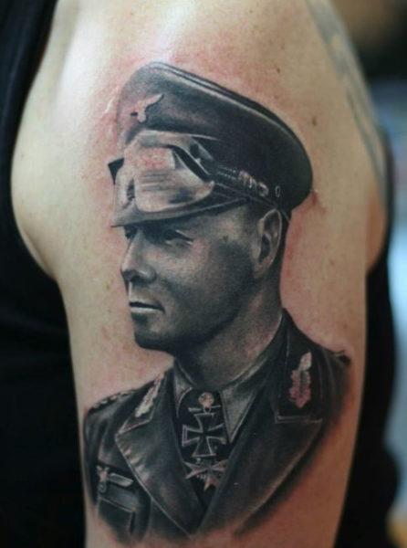 Tattoo von Generalfeldmarschall Rommel, gestochen von Ondrej Ciporanov