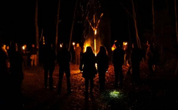 Ritualisierte Sonnwendfeiern gehören zum Inventar bei der Avalon-Gemeinschaft