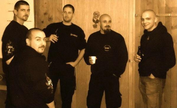 Westschweizer Kameraden: Thierry Prosperetti, Victor Geneux, Guillaume Décosterd, Didier Vernez und Hervé Savoy (v.l.n.r.) beim gemeinsamen Bier