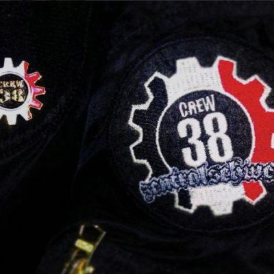 Pin der Crew 38 sowie Patch der Zentralschweizer Crew 38
