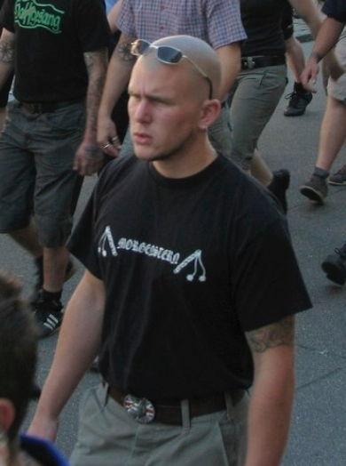 Roman Hurschler im offiziellen T-Shirt der Kameradschaft Morgenstern....