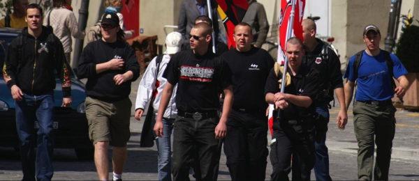 Die Nationale Offensive am Zweitagemarsch in Bern: Cedric und Alex Rohrbach (v.l.) sowie Lukas Kunz, Reto Siegenthaler, Oliver Kobel und Martin Roth (v.r.).