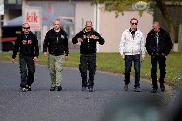 ...gefolgt von ihren Kameraden Fabian Gubler (2.v.r.) und Amok-Mitglied Jürg Steiner (r.).