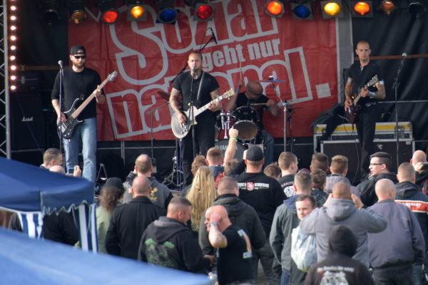 ...und auf der Bühne mit Amok: Stefan Schälchli (l.), Kevin Gutmann (m.), Jürg Steiner (r.)